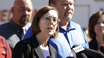 Oregon Governor Kate Brown speaks at a news conference in Roseburg, Oregon October 2, 2015. Chris Harper-Mercer, the man killed by police on Thursday after he fatally shot nine people at the southern Oregon community college was a shy, awkward 26-year-old fascinated with shootings, according to neighbors, a person who knew him, news reports and his own social media postings. REUTERS/Steve Dipaola