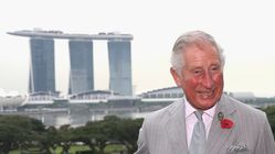 Βρετανικό χιούμορ: «Μην πιστεύετε τα σκ*τά που σας λένε» λέει ο πρίγκιπας Κάρολος απαντώντας σε μια επίμονη