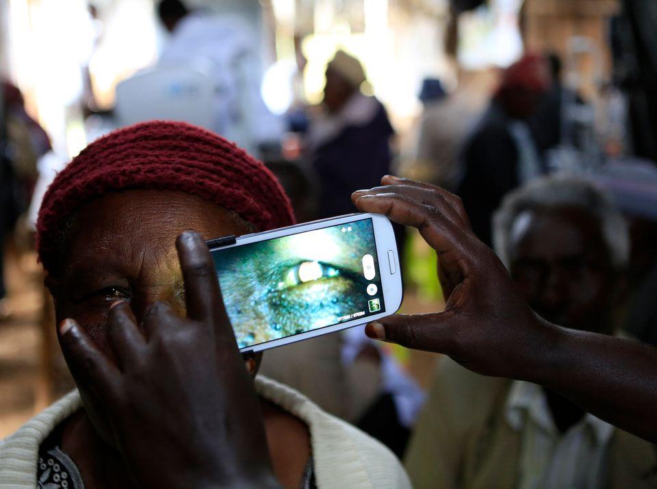 Smartphones und Apps können helfen, eine bessere Gesundheitsversorgung in Afrika zu