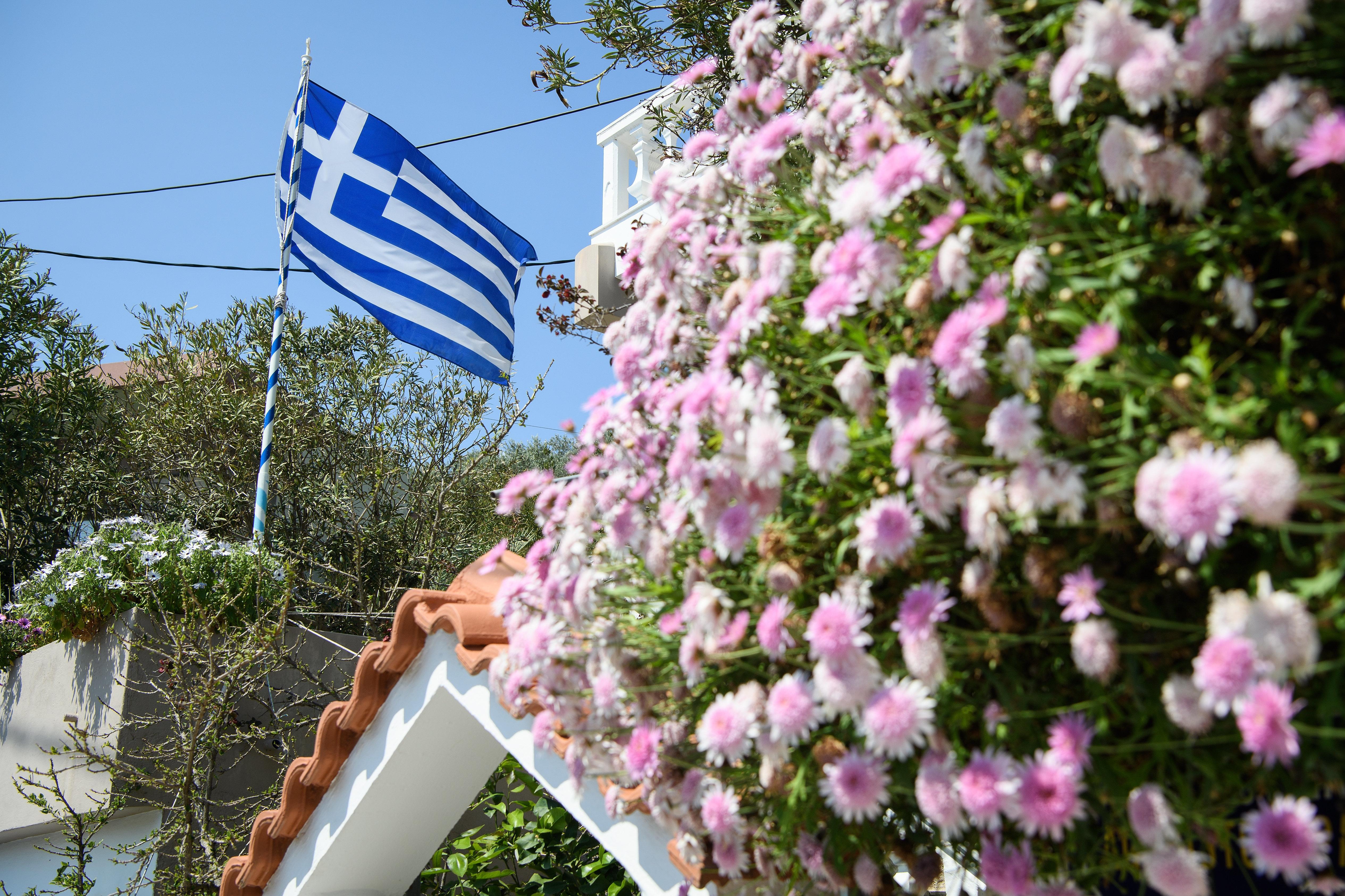 Μια αιωνιότητα ή μια μέρα για το ελληνικό