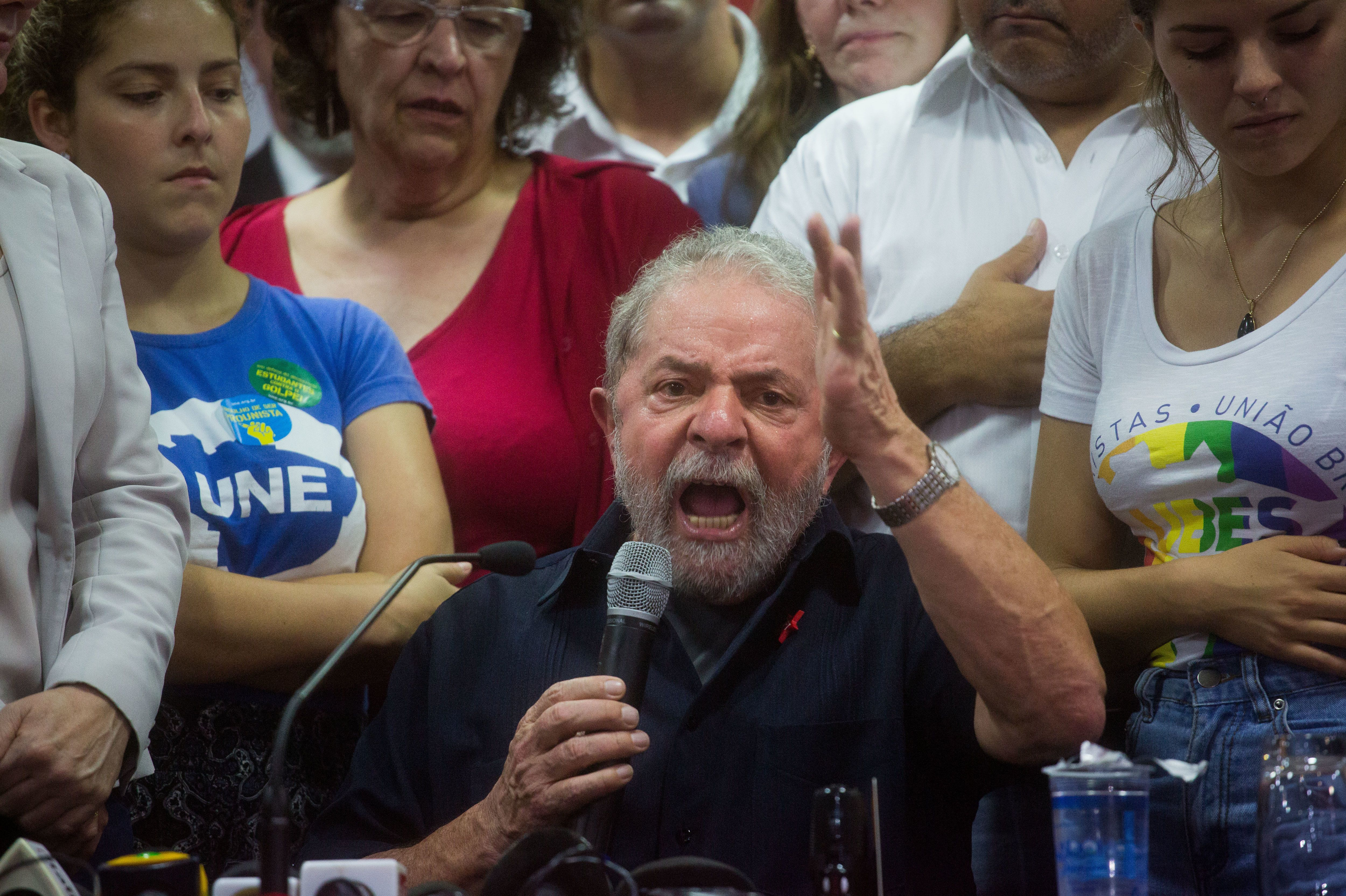 Former Brazilian President Lula Defies Prison Order, Creating Standoff