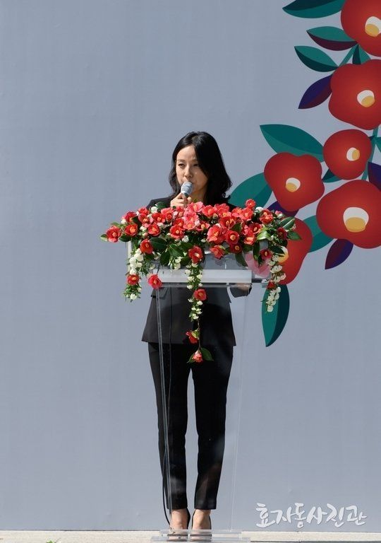 예정대로 4·3 추념식에 참석한 이효리는 이종형의 '바람의 집', 이산하의 '생은 아물지 않는다', 김수열의 '나무...