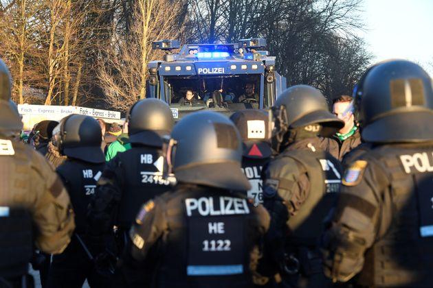 Allemagne: un véhicule fonce dans la foule à Münster, plusieurs