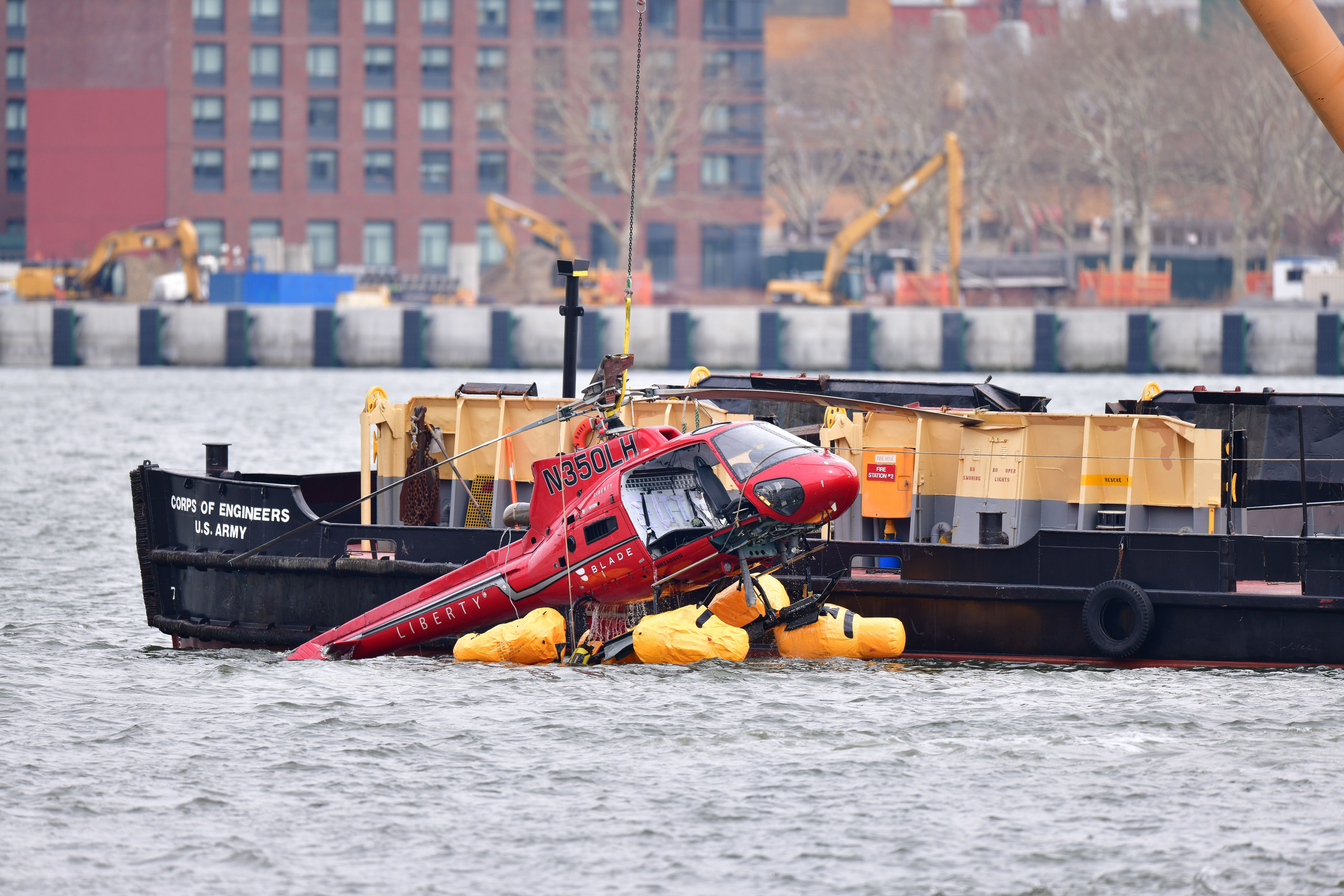 5ac99dca1f0000280616c9b4?ops=1910_1000 pilots warned company of harnesses before deadly new york helicopter