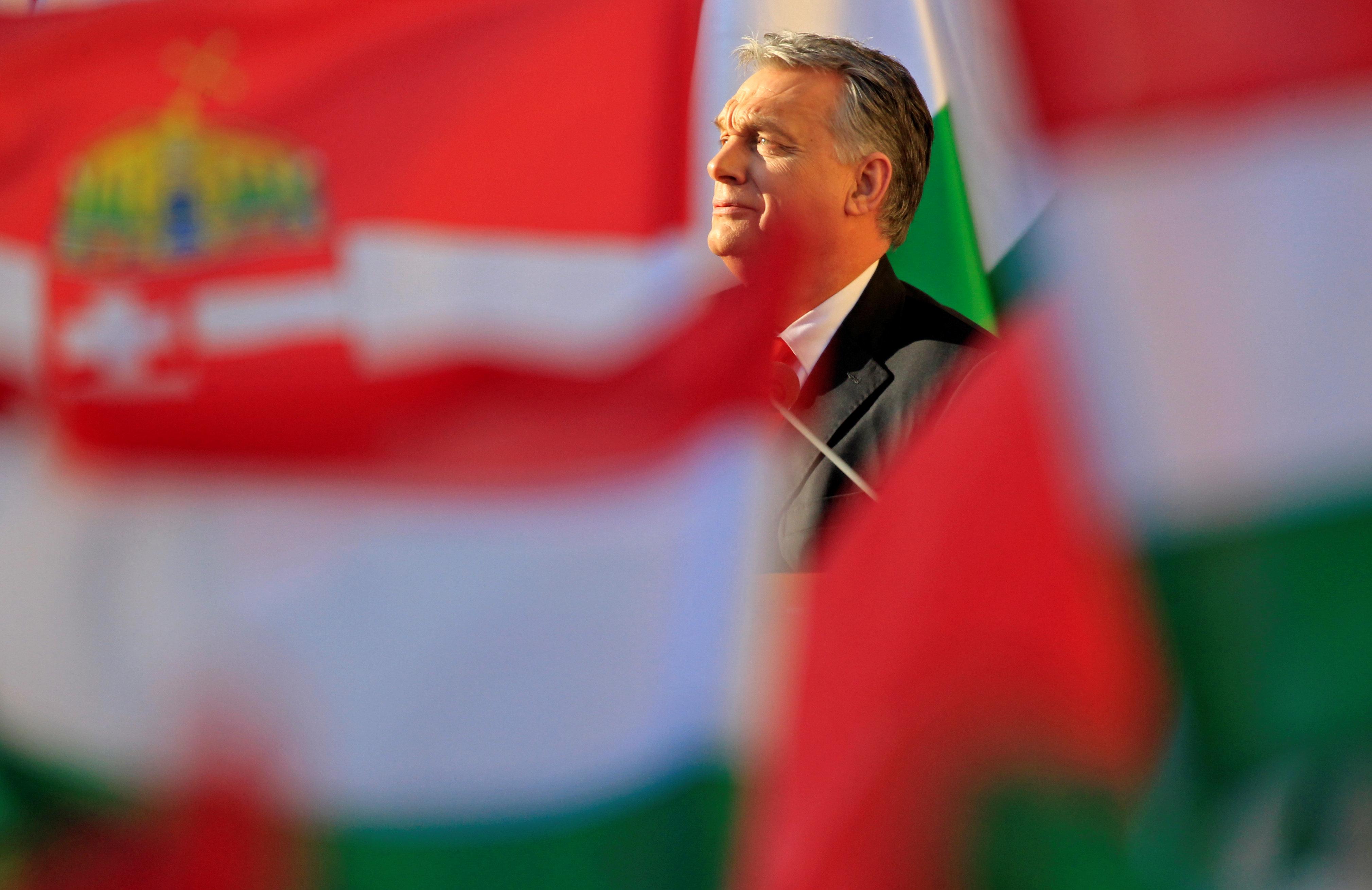 Εκλογές στην Ουγγαρία: Η επικίνδυνη τρίτη θητεία που θέλει ο Όρμπαν, ο εμπρηστικός λόγος, το «κράτος-μαφία» και η Δημοκρατία...