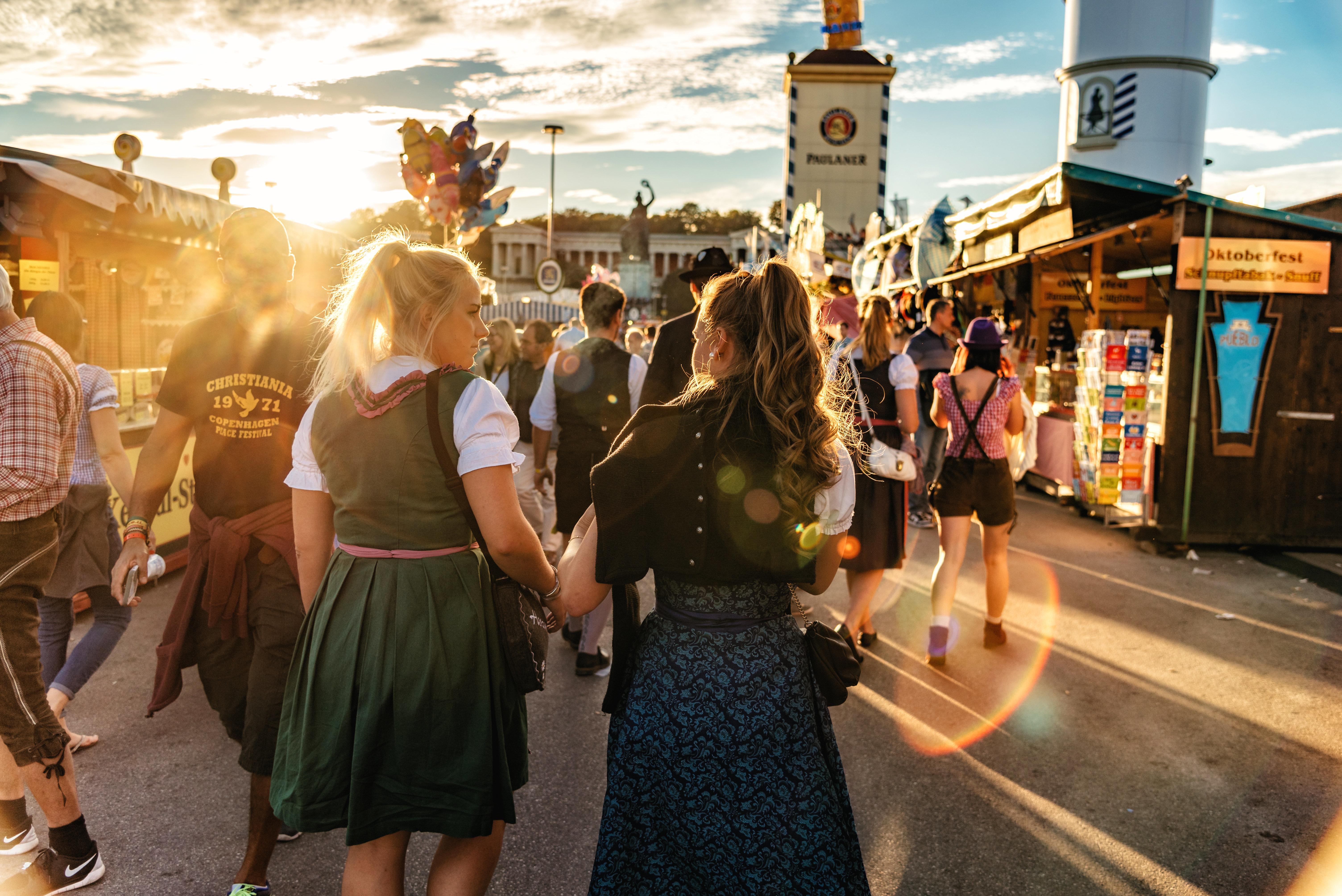 Nürnberg: Mann belästigt zwei Frauen auf Volksfest – die wissen sich zu