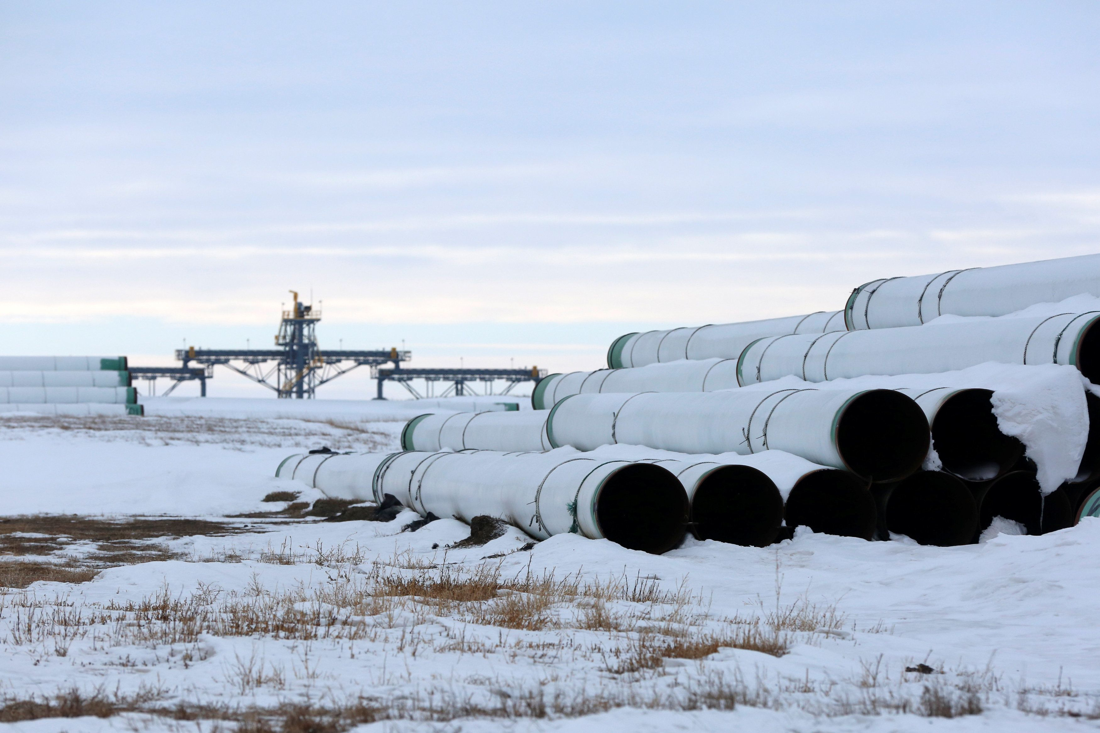 keystone xl pipeline essay example The keystone pipeline is a pipeline that will carry 900,000 barrels of a mixture of  synthetic crude oil and a combination of bitumen and diluents.