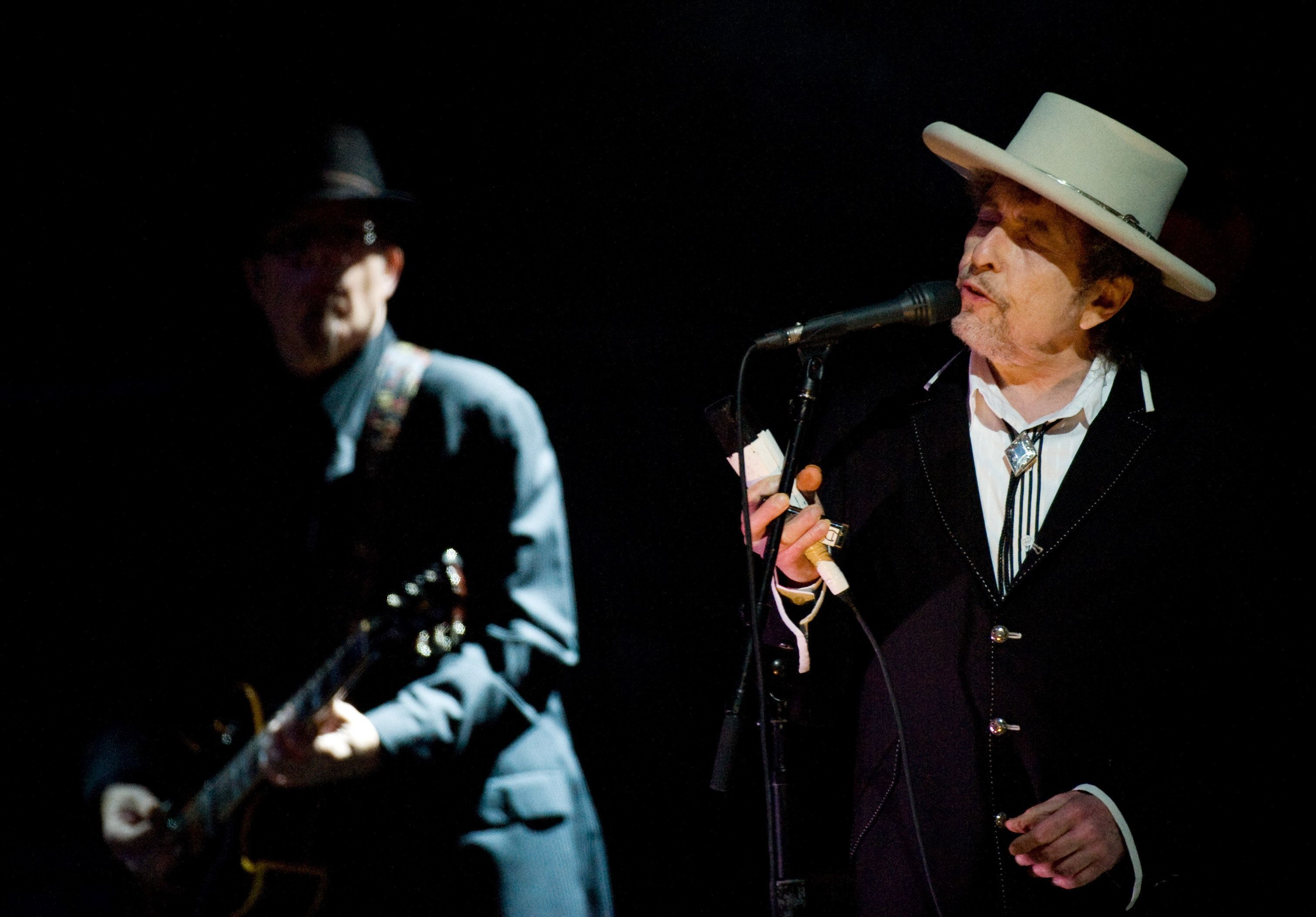LONDON - JUNE 18: Bob Dylan headlines the Feis Festival in Finsbury Park on June 18, 2011 in London, England. (Photo by Samir Hussein/Getty Images)