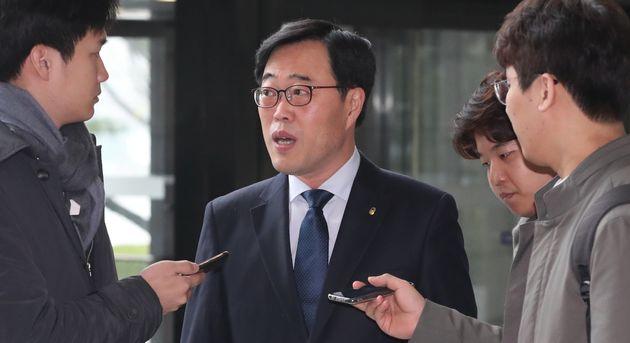 김기식 금융감독원장이 '외유성 출장' 논란에 대해