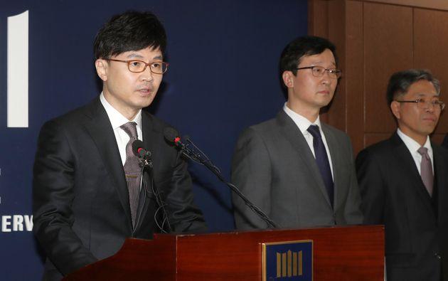 검찰, MB 구속기소…'111억 뇌물' 등 16개 혐의