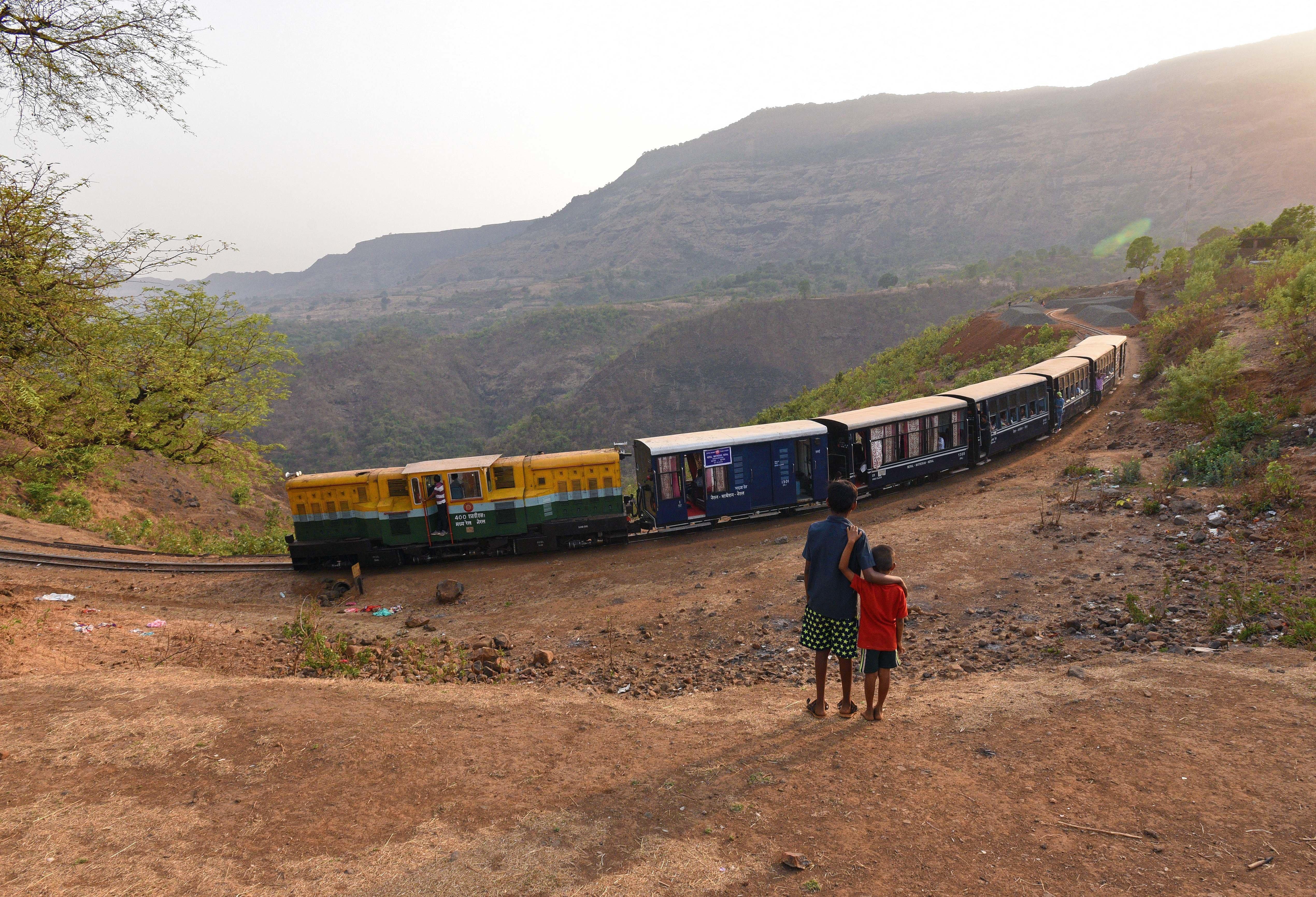 Απίστευτο και όμως αληθινό: 22 βαγόνια τρένου με 1000 επιβάτες κυλούσαν επί 12 χιλιόμετρα προς τα