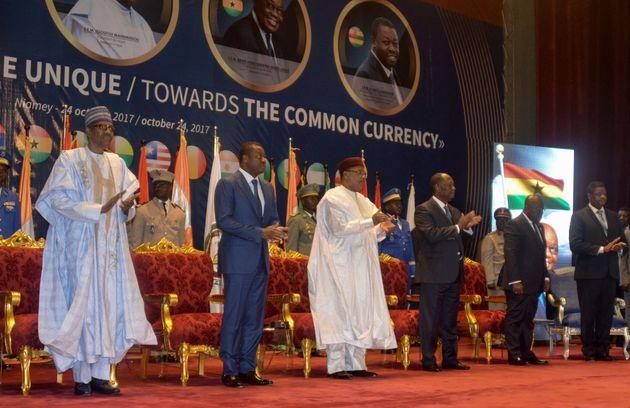 Les présidents du Nigeria, du Togo, du Niger, de la Côte d'Ivoire et du Ghana, ainsi que...