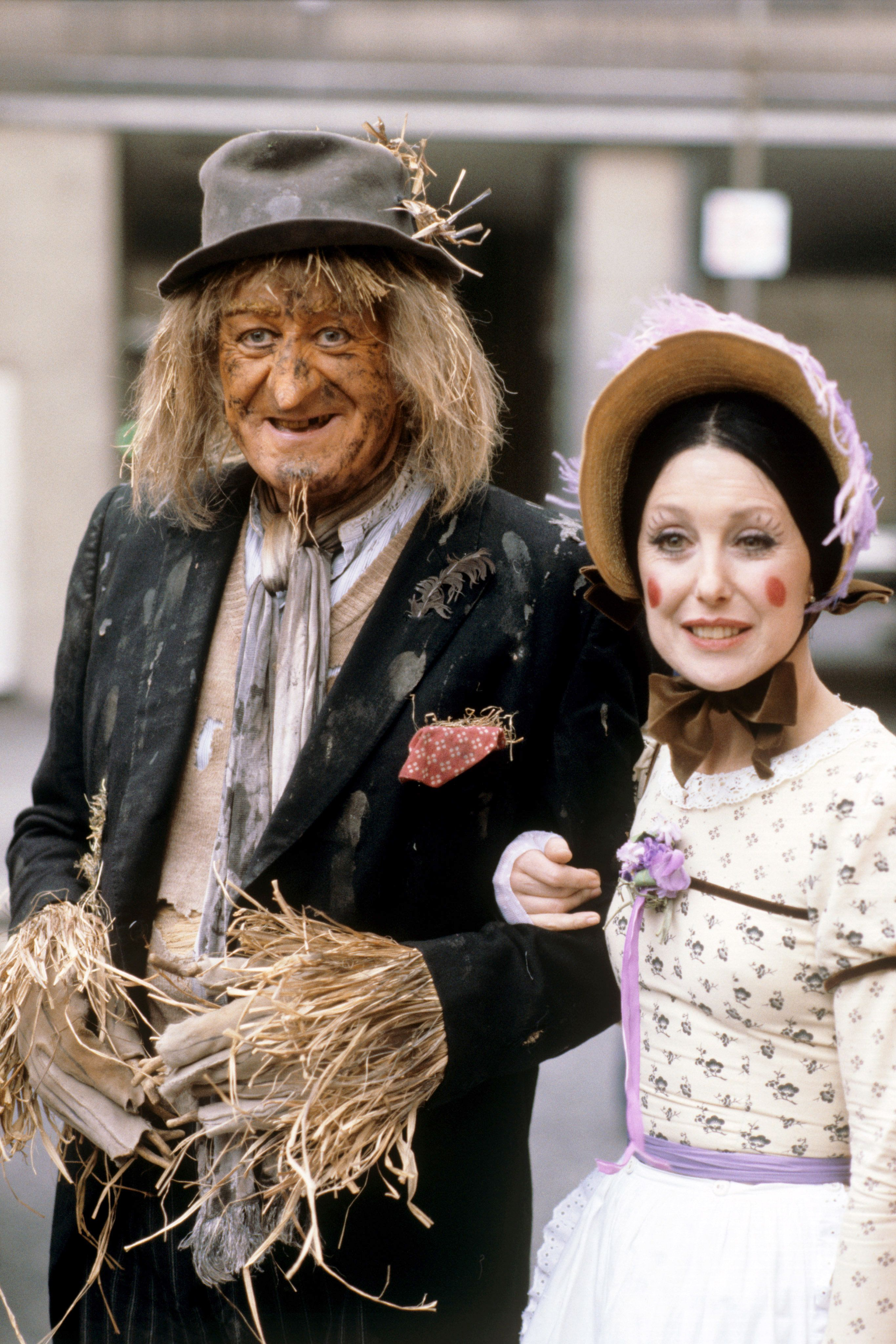 The original Worzel Gummidge (John Pertwee) and Aunt Sally (Una