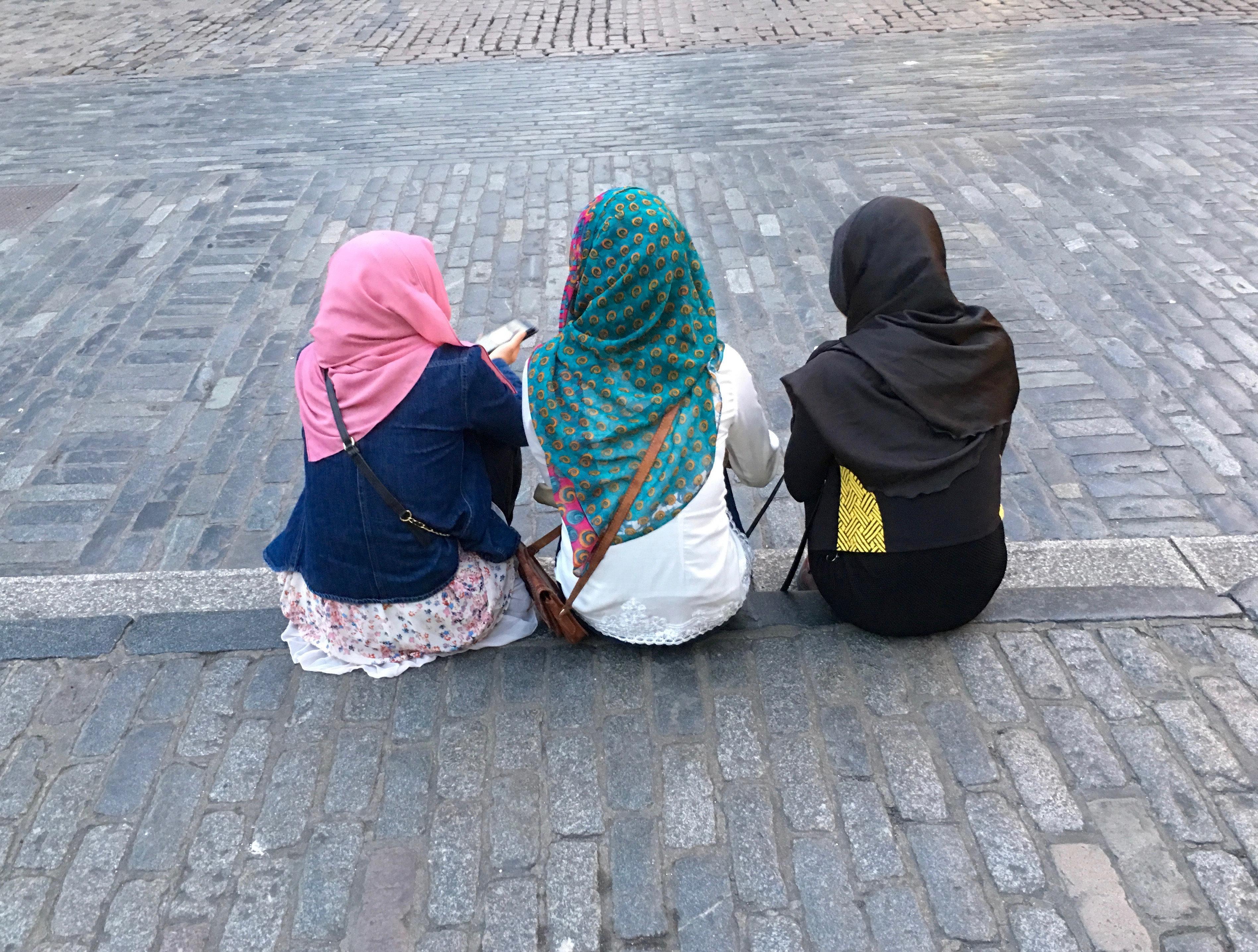 Kopftuch bei Kindern: Erzieherin aus dem Brennpunkt erklärt, wie es wirklich ist
