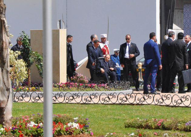 Le président Abdelaziz Bouteflika inaugure la station de métro de la Place des martyrs...