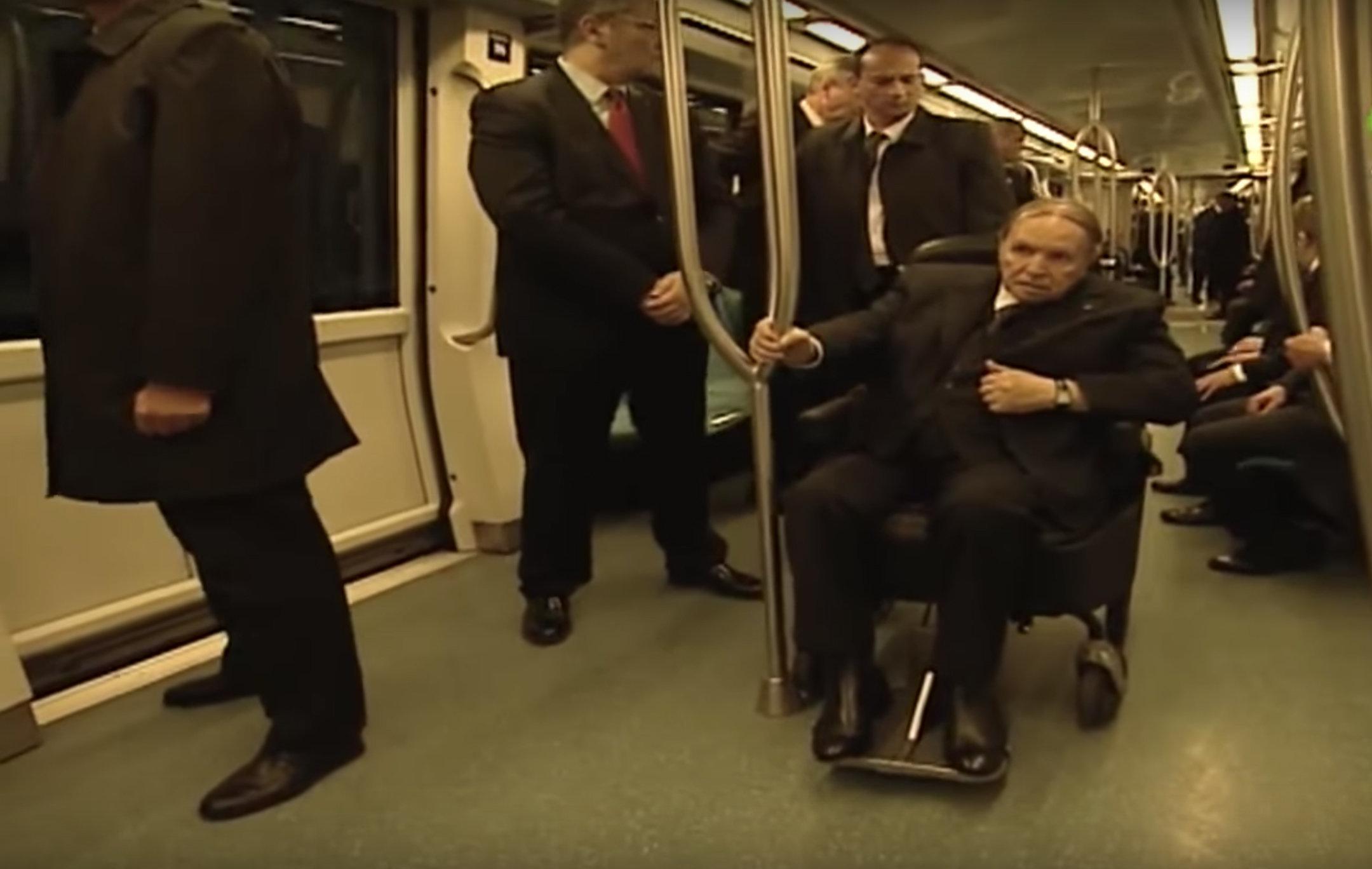 Abdelaziz Bouteflika prend le métro pour inaugurer la station
