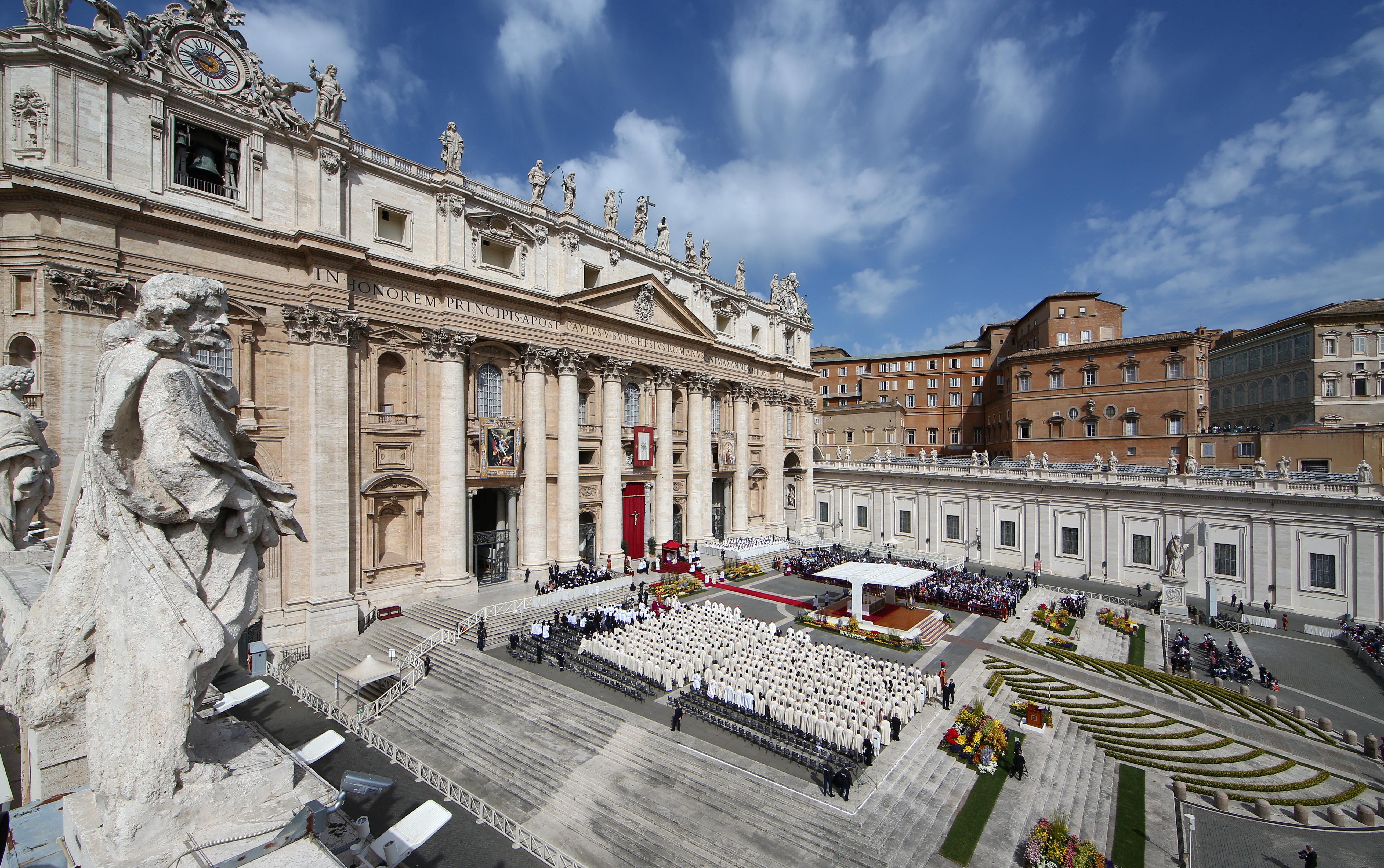 바티칸이 '아동 포르노 수사' 후 외교관을