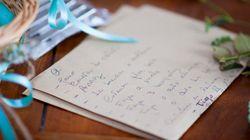 Paar öffnet erst nach neun Jahren ein Hochzeitsgeschenk – die Botschaft darauf rettet ihre