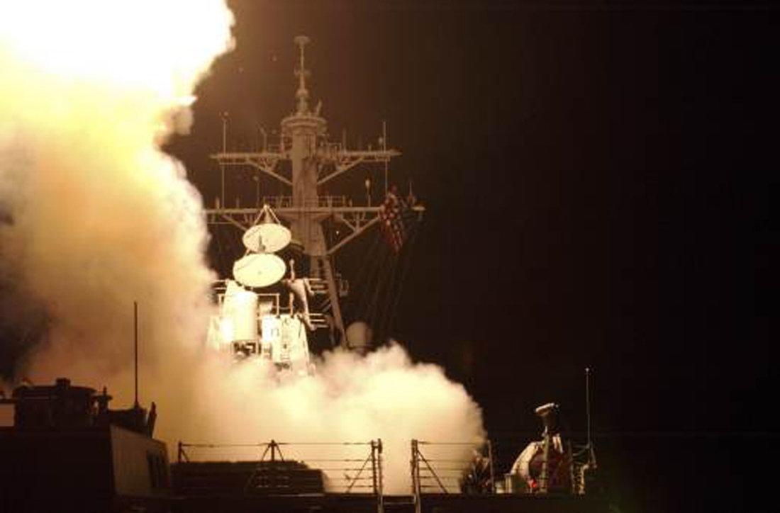 Αμερικανικό αντιτορπιλικό με 50 πυραύλους Tomahawk ανοιχτά της