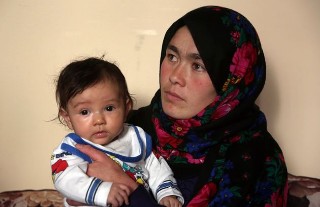 Die 25-jährige Jahantab Ahmadi mit ihrer wenige Monaten alten