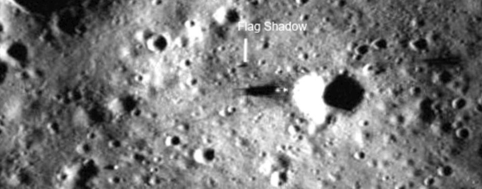 Universum: Warum auf dem Mond fünf weiße Flaggen