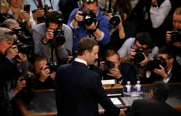 마크 저커버그는 페이스북이 규제되기를 바라지