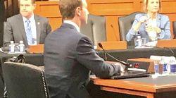 Zuckerberg-Anhörung: Internetnutzer diskutieren über Detail auf diesem Foto