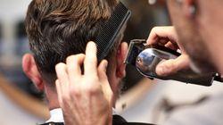 Mann schneidet Obdachlosen kostenlos die Haare – jetzt wurde er dafür