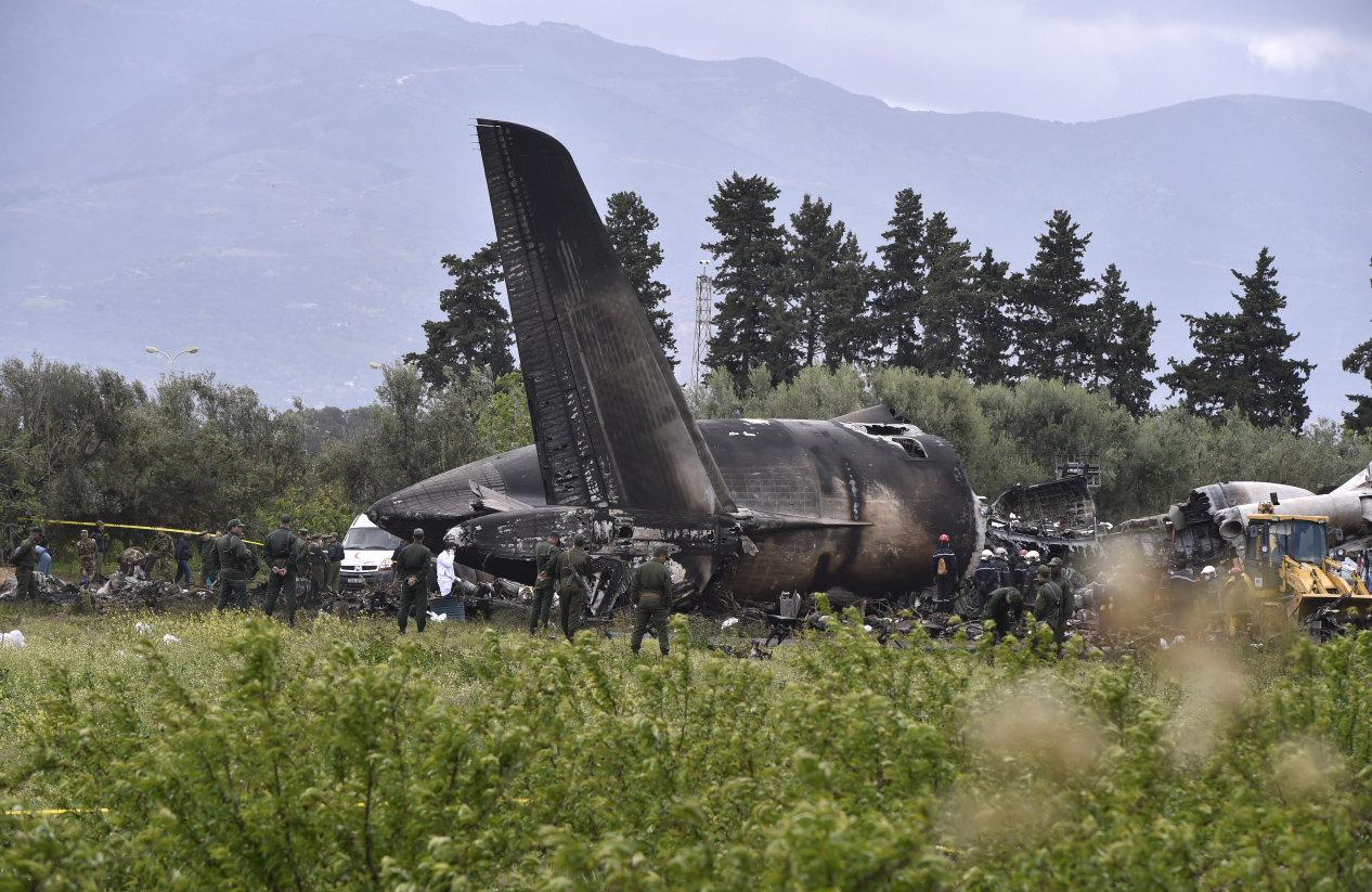 Συντριβή στρατιωτικού αεροσκάφους στην Αλγερία με εκατοντάδες
