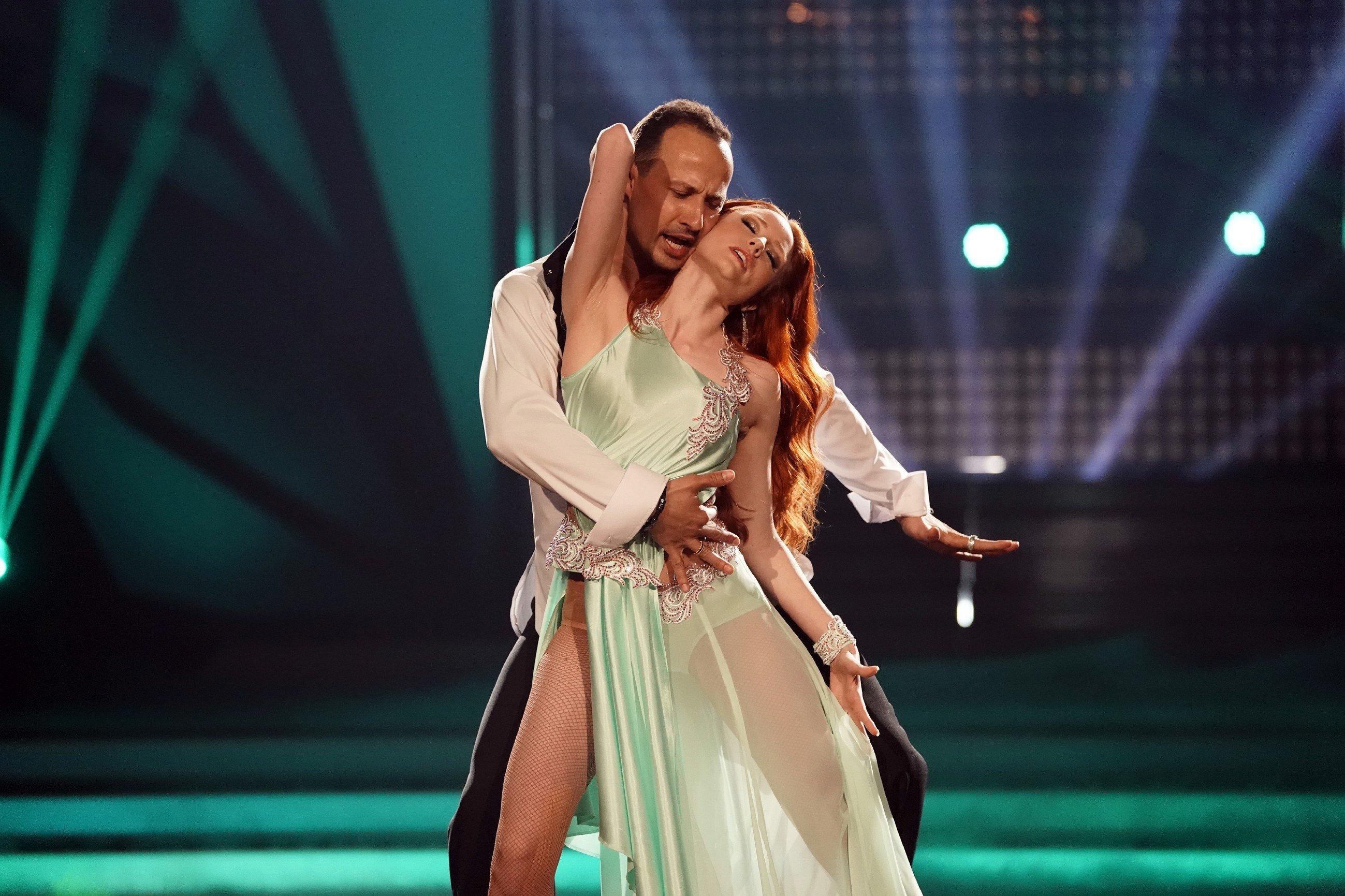 """""""Dein Po hängt"""": So fies macht sich Barbara Meiers """"Let's Dance""""-Partner über ihren Körper lustig"""