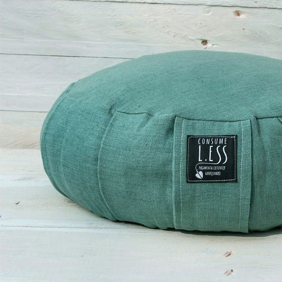 This meditation cushion is made from high quality natural linen and filled with eco-friendly organic buckwheat hulls. Ge