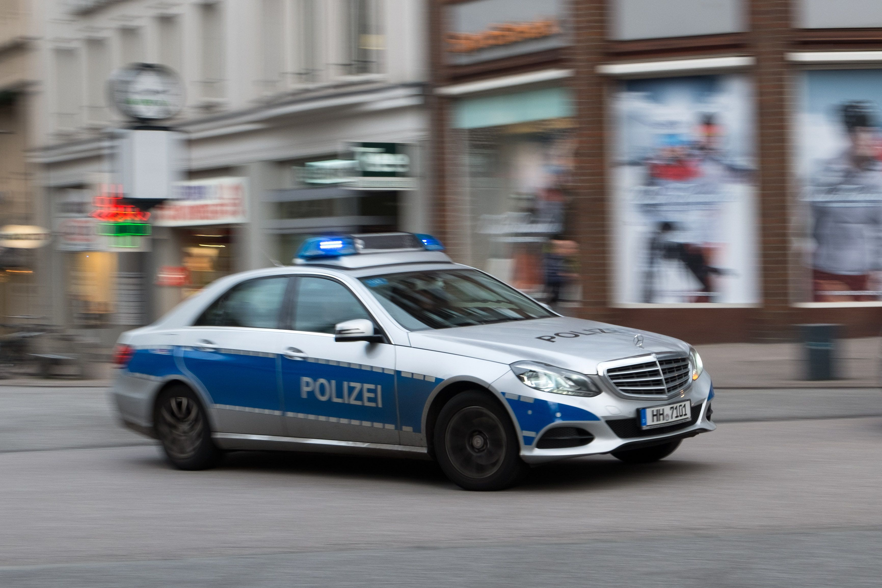 Messer-Attacke in Hamburger Innenstadt: Mann sticht sein Kind