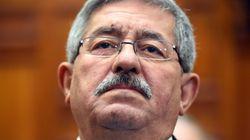 Le Premier ministre, Ahmed Ouyahia, présente ses