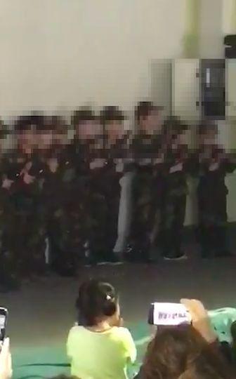Skandal in Herforder Moschee: Kleine Jungen marschieren im