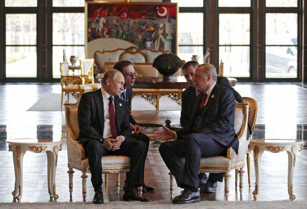 Τηλεφωνική επικοινωνία Πούτιν-Ερντογάν για τις εξελίξεις στη
