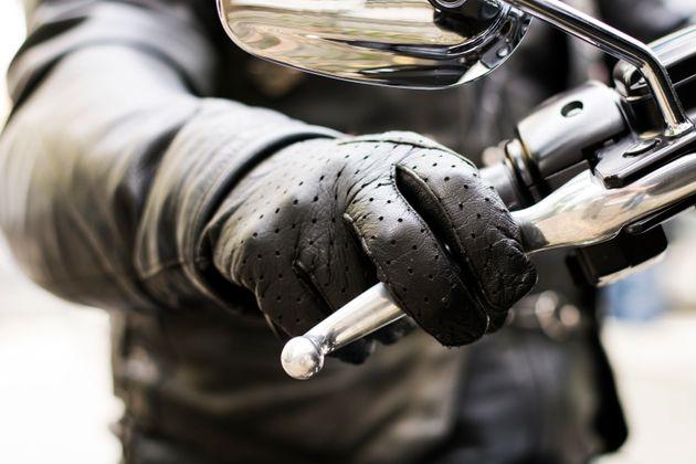 숙소로 돌아가는 길, 오토바이 엔진의 굉음이