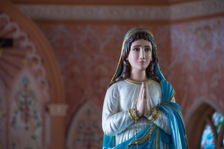 Warum ihr an die Jungfrau Maria denken solltet, wenn ihr den nächsten Handjob