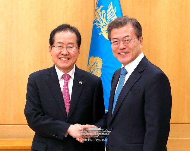 문대통령이 홍준표 대표에게 남북대화 협조를