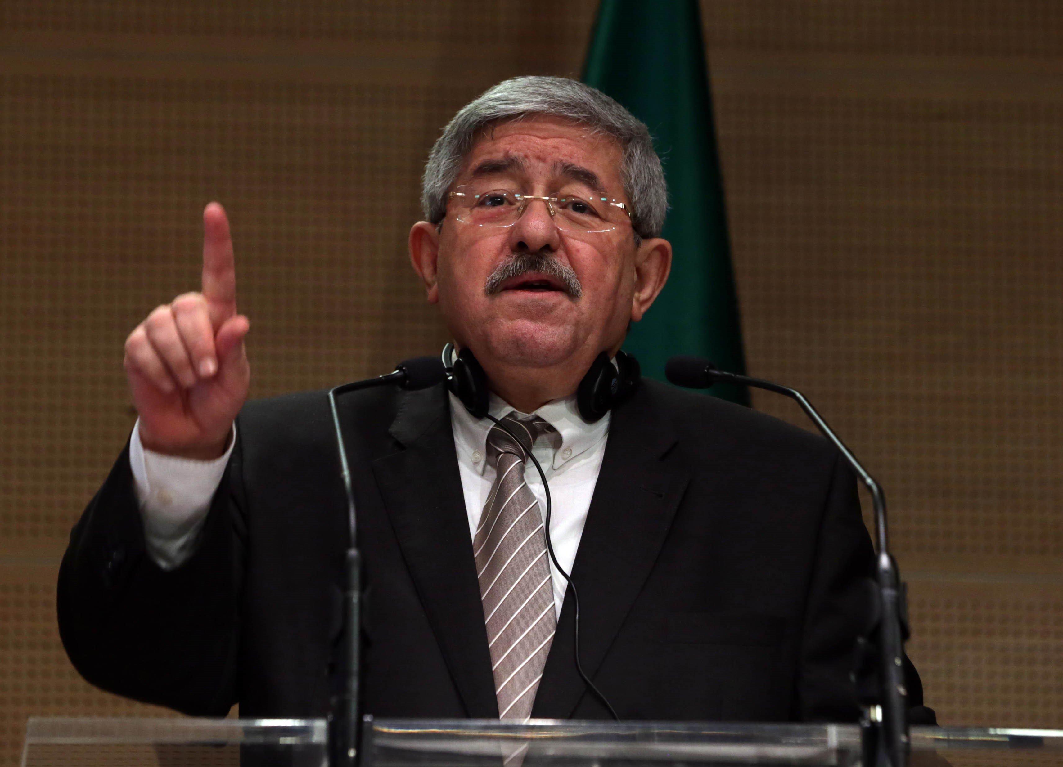 Première grande conférence de presse de Ouyahia — Gouvernement