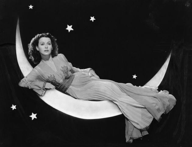 Η λάμψη δύο όψεων της Hedy Lamarr: Η σεξοβόμβα του σινεμά που ανακάλυψε το WiFi και το