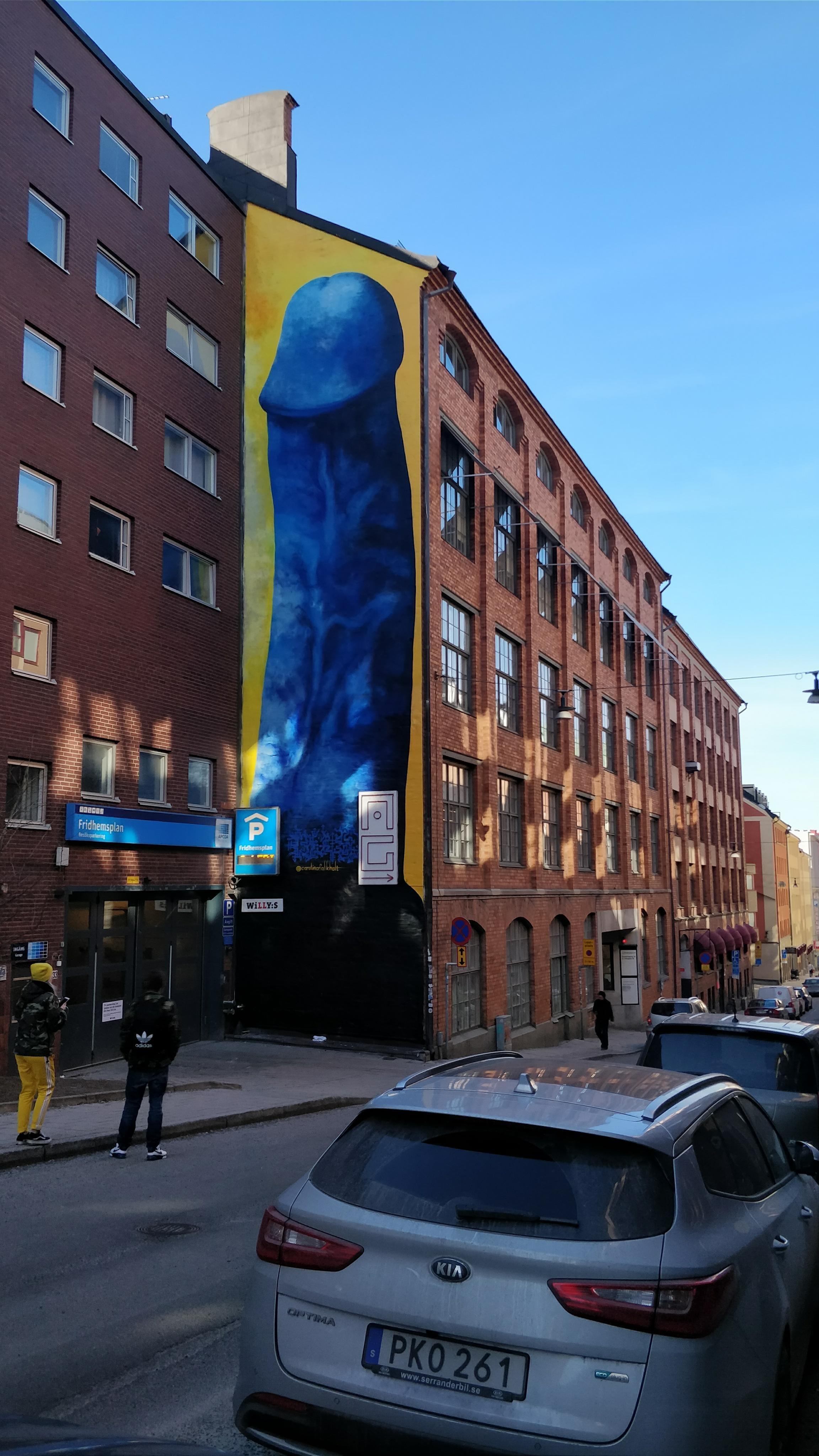 Vagina-Künstlerin malt Riesenpenis und sorgt in Stockholm für