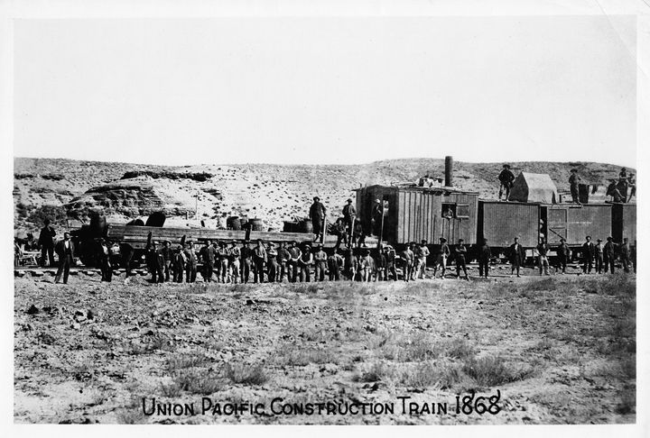 Union Pacificextended the railroad system across the country, linking the Eastand West coasts.
