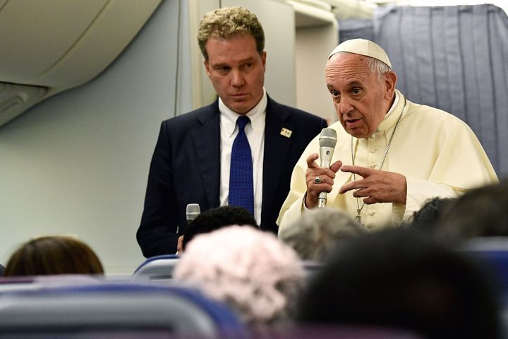 Pope Francis, with Vaticanspokesman Greg Burke, speaks to reporters during his return flight from a trip to Chile and P