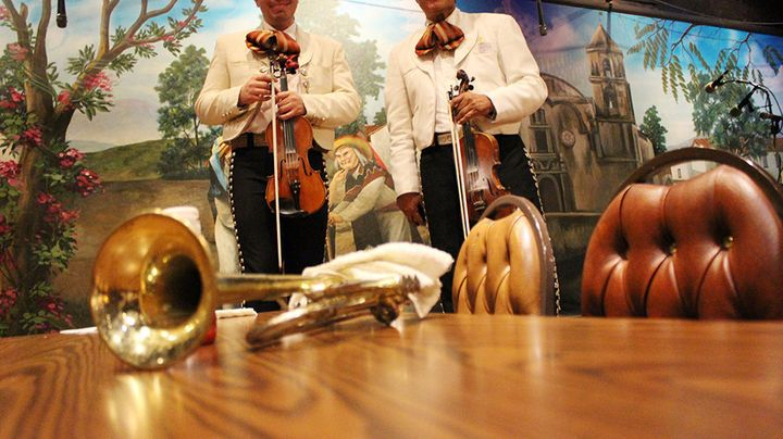 A restaurant with mariachis in El Mercado is a big draw for local families.