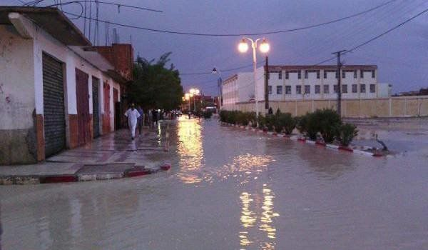 Batna: des pluies abondantes isolent plusieurs quartiers de la