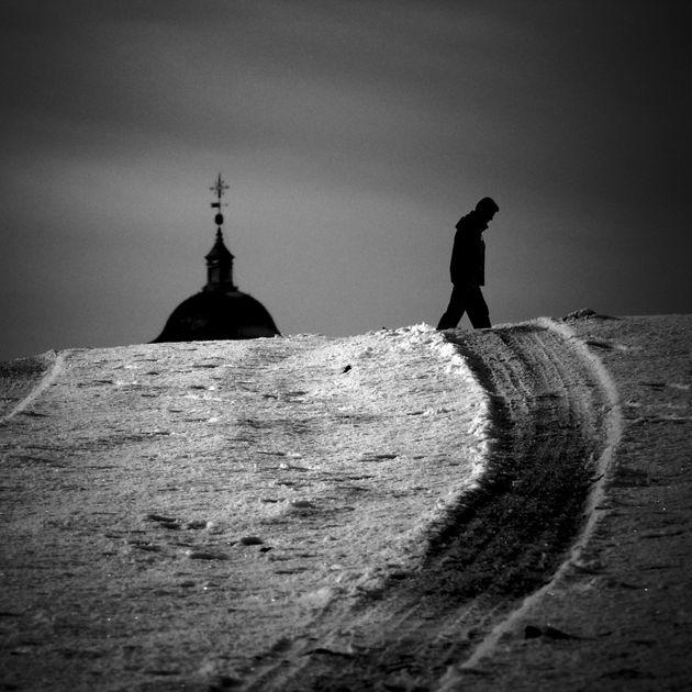 Βήμα προς τον ολοκληρωτισμό η θεοποίηση του