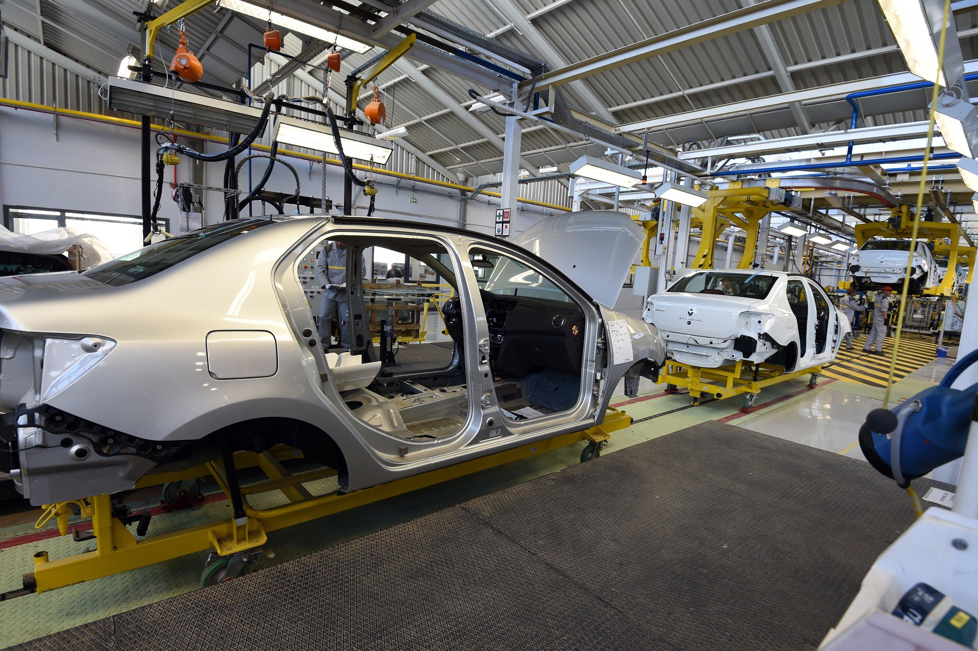La facture globale des importations de véhicules finis et CKD/SKD en