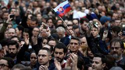 Χιλιάδες Σλοβάκοι διαδήλωσαν απαιτώντας την παραίτηση του αρχηγού της αστυνομίας. Αντ' αυτού παραιτήθηκε ο υπουργός