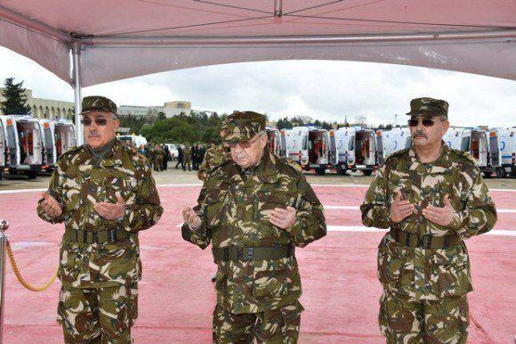 Le général de corps d'Armée Ahmed Gaid Salah vice-ministre de la Défense...