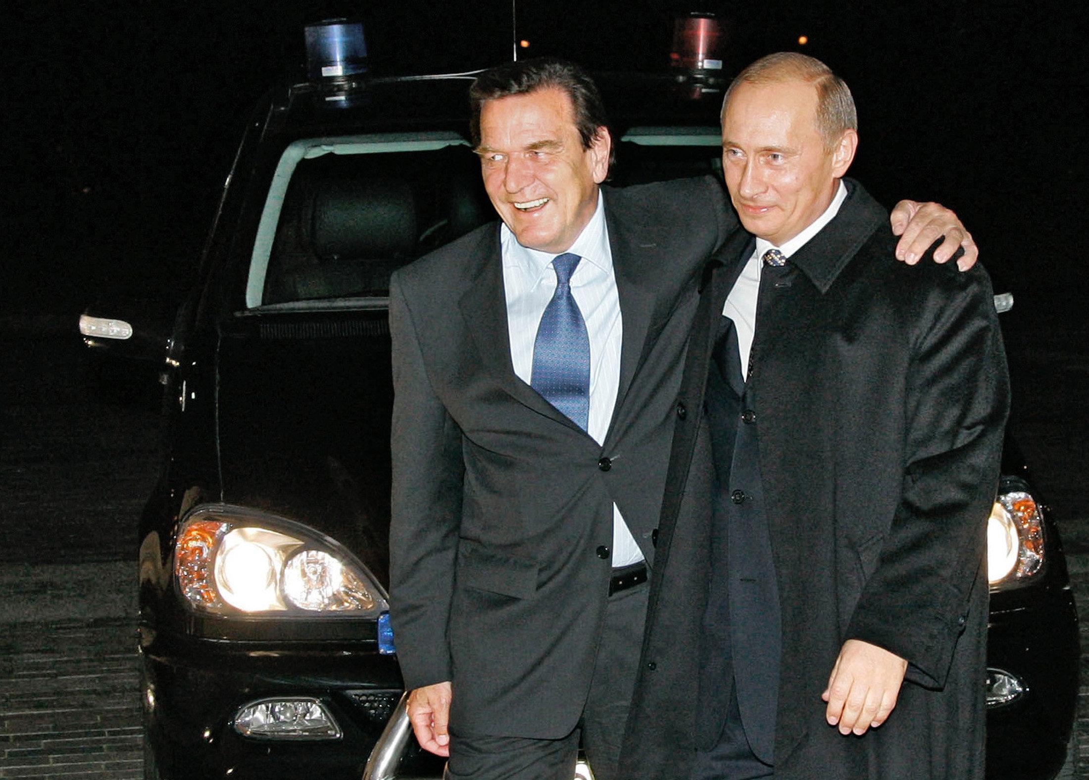 Бывший канцлер Герхард Шрёдер и Владимир Путин
